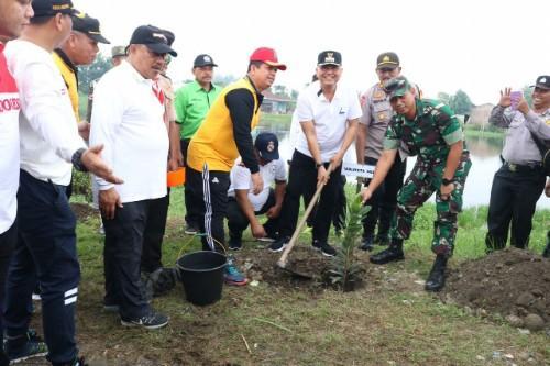 Peringati WCD, Wali Kota Bersama Masyarakat, TNI/Polri Bersihkan Danau Siombak
